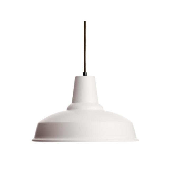 industrial riippuvalaisin sopii myös kotiin, jossa on skandinaavinen tyyli.